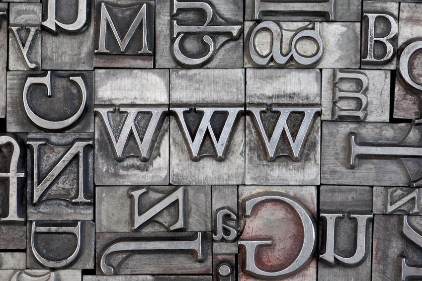 association web et print par une image. www avec des lettres de plomb d'imprimerie