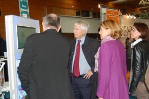 présentation de la borne infos-tourisme au directeur de la CCI nantes Saint Nazaire Monsieur Le Cornec et du personnel de la CCI